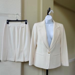 Austin Reed 2pc Ivory Skirt Suit With Gold Buttons